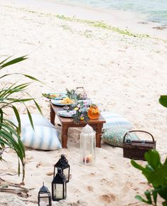 Beach Bliss Living... Let's have a picnic! Ideas and inspiration: http://beachblissliving.com/beach-picnic-ideas-inspiration/