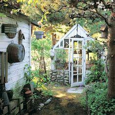 Schönes kleines Gewächshaus für den Garten