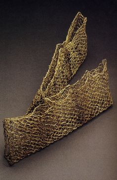 Chinese Myth, Katherine Westphal Vanishing (Masquerade), Hideho Tanaka Kudzu Vine Knotted Basket, Hisako Sekijima Trap, Nor. Flax Weaving, Weaving Textiles, Weaving Art, Basket Weaving, Woven Baskets, Contemporary Baskets, Bamboo Art, Creation Crafts, Fibre And Fabric