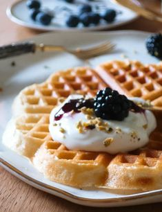 Idee e ricette per la colazione lenta: toast dolci, waffle e altre bontà | Vita su Marte Pancake, Waffles, Breakfast, Easy, Food, Mars, Breakfast Cafe, Essen, Pancakes