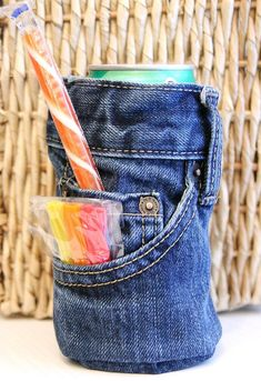 blue jean drink cozy~ this is cute! GREAT gift idea (say, if you're school is closing down and you wanna give a great gift to a great teacher) very personable!~