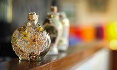 vidros antigos de perfume são lindos, não é verdade?