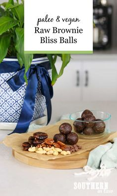 A healthy snack that tastes decadent but is packed full of nutrition? This Raw Brownie Bliss Balls Recipe is gluten free, vegan, paleo, grain free, refined sugar free and so easy to make. 5 Ingredients are all you'll need! Vegan Sugar, Raw Vegan, Vegan Gluten Free, Paleo, Raw Brownies, Bliss Balls, Balls Recipe, No Bake Treats, Raw Food Recipes