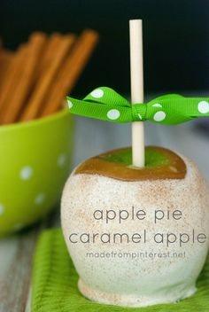 So easy to make and yes, they do taste just like an ap… Apple Pie Caramel Apples. So easy to make and yes, they do taste just like an apple pie! Fruit Recipes, Apple Recipes, Dessert Recipes, Dessert Party, Apple Desserts, Delicious Desserts, Baking Desserts, Health Desserts, Gourmet Caramel Apples