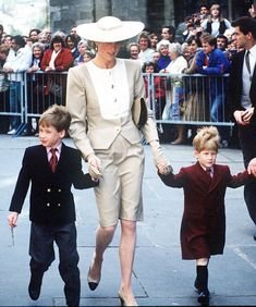 What Princess Diana wore to weddings in the '80s and '90s