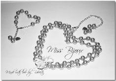 COLIER SI BRATARA PERLE STICLA SIDEFATA AURIE Jewelery, Bracelets, Silver, Handmade, Bead, Jewlery, Bangle Bracelets, Hand Made, Jewels