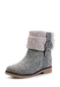 Стильная и модная зимняя обувь на фото. Валенки и угги 2017 на фото. Красивая и стильная женская зимняя обувь на фото. Детские, цветные и с вышивкой. Boot Over The Knee, Felt Boots, Felted Slippers, Slipper Boots, How To Make Shoes, Winter Shoes, Cute Shoes, Comfortable Shoes, Wool Felt