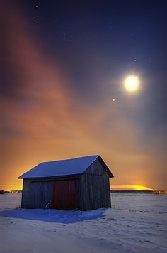 'Half Halo' - photo by Antti-Jussi Liikala, via Flickr;  Suomi, Finland on a December night with a temperature below -20 Celsius (-4 Fahrenheit)