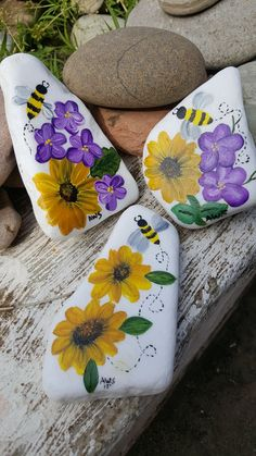 Sunflower Bee Painted Rocks Artist: Anita Schmidt