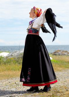 Magasin for Bunad og Folkedrakt Folk Costume, Costumes, Going Out Of Business, Traditional Outfits, Vintage Photos, Norway, Bridal Dresses, Scandinavian, Oslo