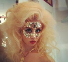Gold sequin mask, make-up