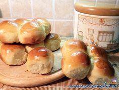 I panini di Sant'Antonio si preparano nei giorni precedenti il 17 Gennaio giorno in cui si festeggia Sant'Antonio Abate, protettore degli animali.