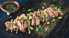 Laks tataki | Godt.no Asian, Snacks, Fish And Seafood, Food Inspiration, Asparagus, Food And Drink, Vegetables, Bra, Kitchens