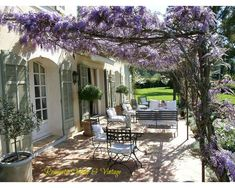 Terrasse ombragée par une pergola fleurie - A wonderful shady terrace thanks to the Wisteria plant! Outdoor Areas, Outdoor Rooms, Outdoor Living, Open House Plans, Backyard Pergola, Pergola Kits, Pergola Ideas, Patio Ideas, Terrace Ideas