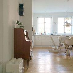 Moin Moin  #germaninteriorbloggers #interior123 #roomforinspo #skandinaviandesign #skandinaviskehjem #nordiskehjem #interior444 #interior4all #bolig #boligmagasinet #vitra #louispoulsen #midcenturydesign #midcentury #instakitchen #ikeakitchen