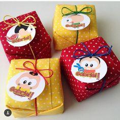 Que tal servir aos seus convidados bolinhos já cortados e embalados em tecido e muito amor?? 😍😍😍 . A empresa 👉@bolo_embrulhado 👈 oferece…