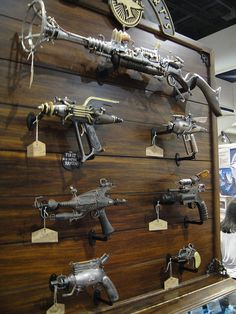 Steampunk weapons at the Weta booth by Pop Culture Geek Steampunk Weapons, Mode Steampunk, Style Steampunk, Steampunk Gadgets, Steampunk Design, Steampunk Cosplay, Steampunk Fashion, Gothic Fashion, Zombie Weapons