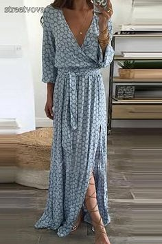 V-Neck Plain Maxi Dresses. maxi dress for wedding guest,style maxi dress,maxi skirt,maxi dress spring,maxi dress outfit casual,long maxi dress,maxi dress outfit #maxidresselegant #maxidress #maxidressoutfit #maxidressesgorgeous #streetstyle #dresses #fashion #streetvova Looks Style, Style Me, Mode Boho, Mode Outfits, Hipster Outfits, Mode Inspiration, Fashion Inspiration, Mode Style, Look Fashion