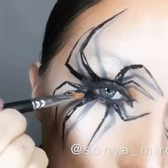 ☠HALLOWEEN SPIDER LOOK☠ MAC ingredients- mineralize skinfinish dark DEEPEST MAC Eye Shadow x 15 Warm Neutral, eyeshadow black tied, eyeliner BLACKTRACK