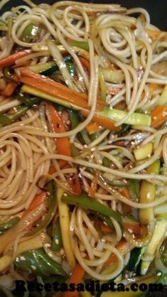 Espaguetis con verduras estilo chino Hoy tenemos unos spaguetis con verdura estilo chino deliciosos y muy facil de hacer. Te van a sorprender! Easy Healthy Dinners, Easy Healthy Recipes, Asian Recipes, Mexican Food Recipes, Vegetarian Recipes, Cooking Recipes For Dinner, China Food, Pasta Soup, Recipe Steps