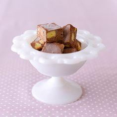 【料理家さんの定番おやつ】アイス?ケーキ?不思議な食感、クッキー&クリーム – 北欧、暮らしの道具店