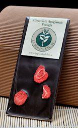 Dark Chcolate with strawberry:  avoletta da gr 110 di cioccolato fondente 60% di cacao lavorato artigianalmente con fette di fragole disidratate.  $5.30