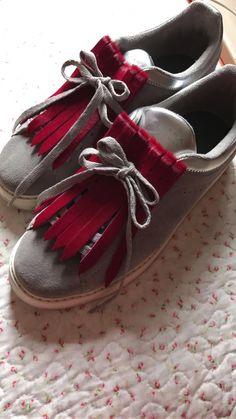 Flecos de pelo para zapatillas color burdeos