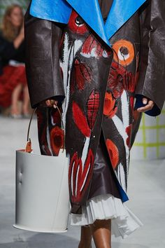 Marni Spring 2020 Ready-to-Wear Fashion Show - Vogue Fashion 2020, Fashion Show, Fashion Trends, Fashion Music, Milan Fashion, Fashion Ideas, Women's Fashion, Oversized Coat, Vogue Russia