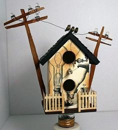 This amazing bulb-inspired bird house is artistic as well as nice and wonderful. The urban styled contemporary birdhouse is made up of wood and steel wire, along with small bulbs. The electric poles and artificial birds sitting on the steel wire a Bird House Plans, Bird House Kits, Bird Houses Diy, Fairy Houses, Decorative Bird Houses, Bird House Feeder, Bird Feeders, Artificial Birds, Barn Wood