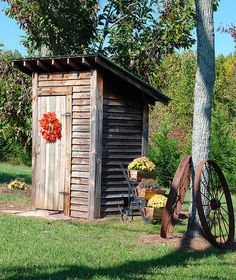 Outhouse---Could be garden shed? Backyard Pool Designs, Backyard Sheds, Garden Sheds, Rustic Outdoor, Outdoor Decor, Outhouse Bathroom, Outdoor Toilet, Outdoor Bathrooms, Potting Sheds