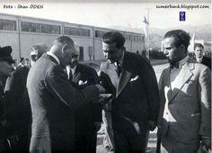 Atatürk Nazilli'de Sümerbank Anahtarını alırken