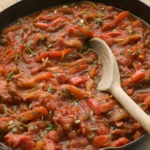 Le plat basque typique : la piperade. A découvrir sur Recettes.net #piperade