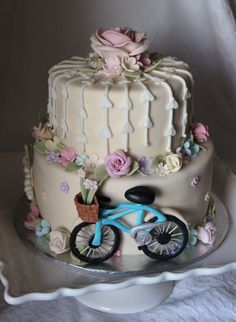 A Romantic Garden Wedding Cake