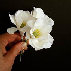 Some pretty Lisianthus stopped by to say hello.  Hello :) #sugarflowers #weddingcake #lisianthus
