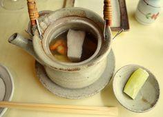 Sopa de Dobin con Boletus edulis, vieira, gamba roja y calamar