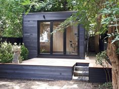 Office In My Garden is a bespoke Garden Room Company based in North London specialsing in the construction of Garden Rooms, Garden Offices and Summerhouses Backyard Office, Outdoor Office, Backyard Studio, Outdoor Garden Rooms, Garden Rooms Uk, Garden Pods, Garden Cabins, Summer House Garden, Garden Workshops