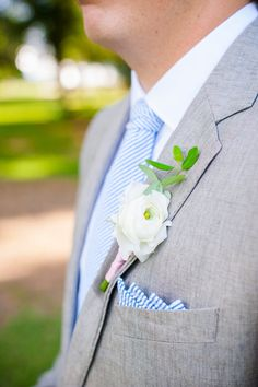 j-crew-groomsmen-suits-charleston-wedding-seersucker