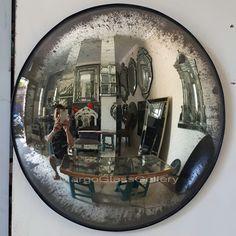 Antique Convex Round Mirror Amaro MG 050002 >> Venetian Mirror Manufacture Wholesale Size : 60 cm x 60 cm 80 cm x 80 cm 95 cm x 95 cm Convex Mirror, Round Wall Mirror, Mirror Art, Round Mirrors, Antique Mirror Glass, Venetian Mirrors, Eclectic Furniture, Mirrored Furniture, African Interior Design