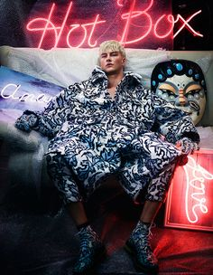 nightlife editorials - Benjamin Jarvis stars in 'Colour Coated', a neon nightlife editorial for How To Spend It magazine. The image series boasts chromatic ca. Studio Portrait Photography, Studio Portraits, Fashion Photography, Ivan Bubalo, Fashion Line, Mens Fashion, Photographer Tattoo, Mode Pop, Tomorrow Is Another Day