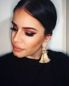 eyes eyebrows eyeshadow women's makeup going out lips natural nude earrings black gold shimmer glitter eyelashes eyeliner Christmas