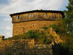 ein alteres Haus in traditionellem bulgarischem Stil