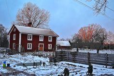 skillnadenstradgard_vinter_bokashi_1500pxs96 Cabin, House Styles, Garden, Home Decor, Garten, Decoration Home, Room Decor, Cabins, Lawn And Garden
