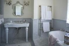 from COTE DE TEXAS - Shabby Chic's Rachel Ashwell's own bathroom, she used slabs of marble on the walls. Jardin Style Shabby Chic, Blanc Shabby Chic, Shabby Chic Garden, Estilo Shabby Chic, Simply Shabby Chic, Shabby Chic Decor, Shabby Chic Interiors, Shabby Chic Homes, Interiores Shabby Chic