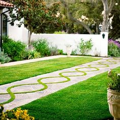 This would be beautiful as a boarder to that runs along the perimeter of the yard