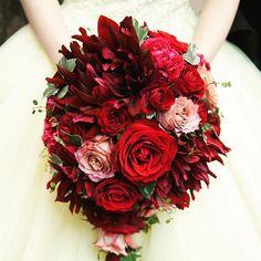 黄色のドレスに真っ赤なバラのブーケは美女と野獣を連想させるおしゃれなトータルコーディネートです✨ * * * #ブーケ #こだわりブーケ #バラ#rose#red#yellow #美女と野獣 #beautyandthebeast #カノビアーノ福岡#canoviano #カノビアーノ#大名#天神#fukuoka #結婚式場#自然派イタリアン #福岡プレ花嫁#プレ花嫁 #全国のプレ花嫁さんと繋がりたい #フィオーレビアンカ #福岡のプレ花嫁さんと繋がりたい #2017婚#wedding #ブライダルフェア#dearswedding