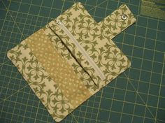 Free Sewing Tutorial for Organizer Wallet with snap tab closure, 6 credit card slots, zippered pocket, 2 full width inner slip pockets and outer zipper pocket. Sewing Tutorials, Sewing Hacks, Sewing Crafts, Sewing Projects, Tape Crafts, Craft Tutorials, Sew Wallet, Fabric Wallet, Wallet Sewing Pattern