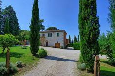 Villa Poggigialli - Landhaus in der Toskana - Sinalunga Plants, Tuscany, Villas, Farmhouse, Cottage House, Vacation, Viajes, Plant, Planets