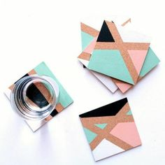 square cork coasters, decorated with asymmetrical blue and pink, and black and white shapes, diy craft projects, one clear glass Diy And Crafts Sewing, Crafts To Sell, Easy Crafts, Easy Diy, Diy Art Projects, Craft Tutorials, Wooden Block Puzzle, Bulletins, Creation Deco