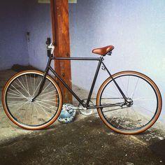 Nova magrela pra rodar Sampa nessas férias! 😁😍🚴🏼🚵🏻🌇🌃 #bike #bicicleta #bikefixa #fixie  #fixa #bikefixie #caloi #caloi10 #vintage #vintagebike #old #oldbike #magrela