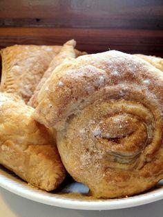 Griekse puddingbroodjes (of driehoekjes, of vierkantjes....) met bladerdeeg en custardpoeder.